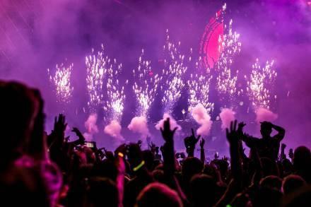 purple-fireworks-effect-1190298